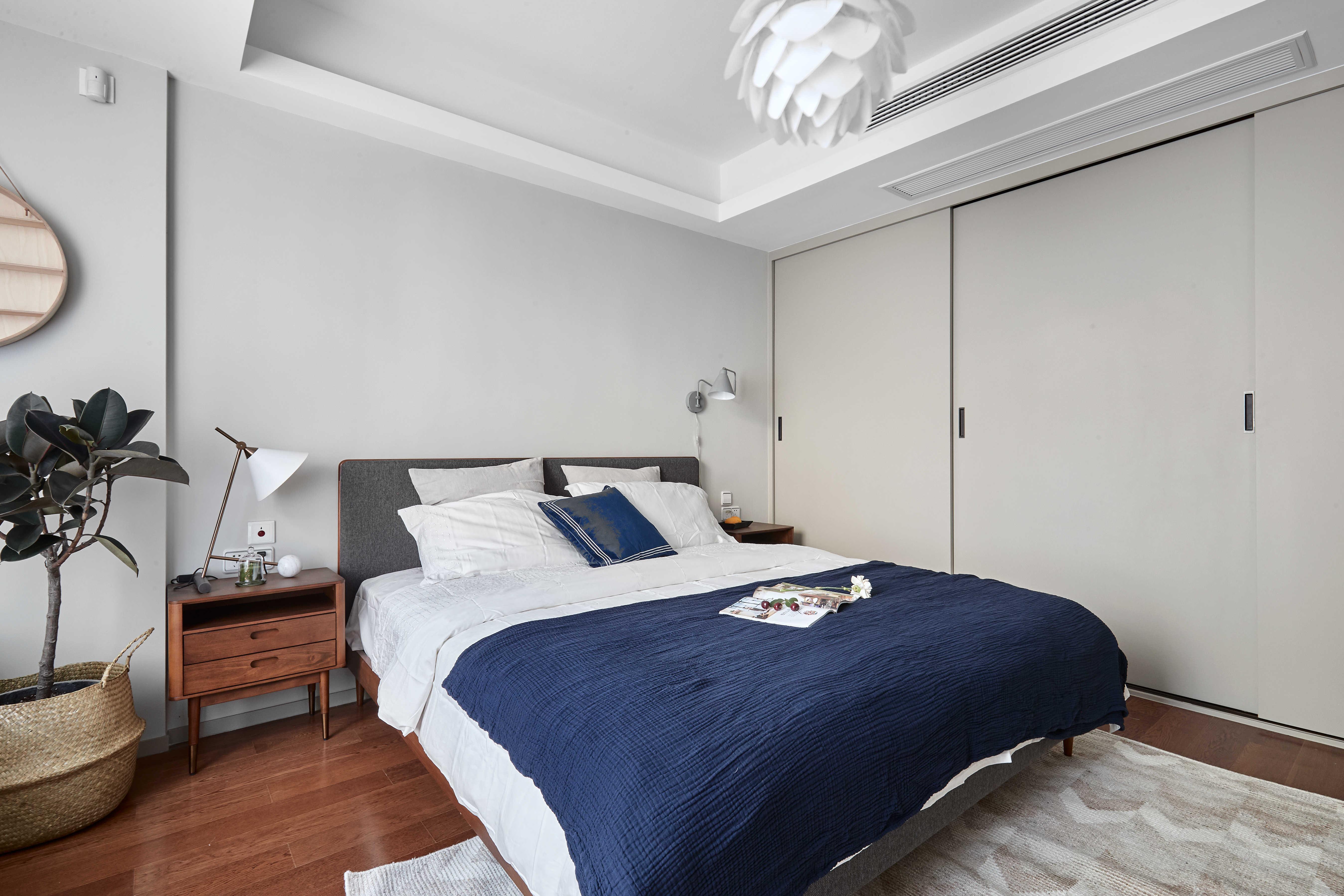 简约休闲三居室装修移门设计图