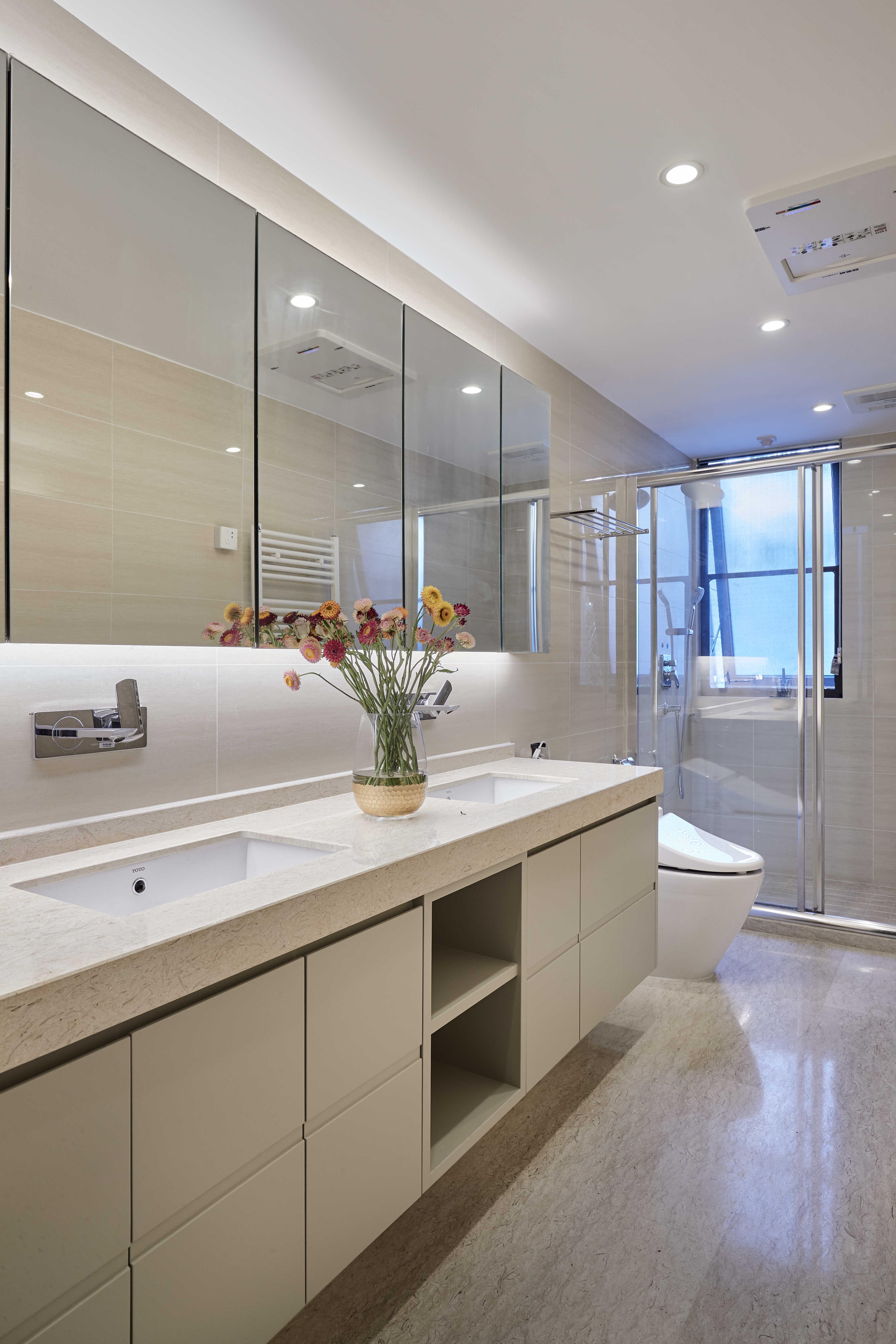 简约休闲三居室卫生间装修效果图
