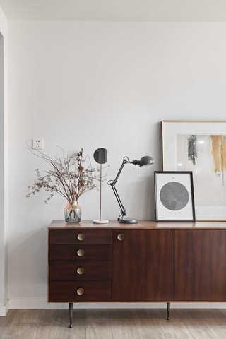 简约休闲三居室装修玄关柜设计图
