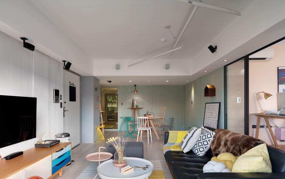 75平北欧风两居客厅吊顶装修效果图