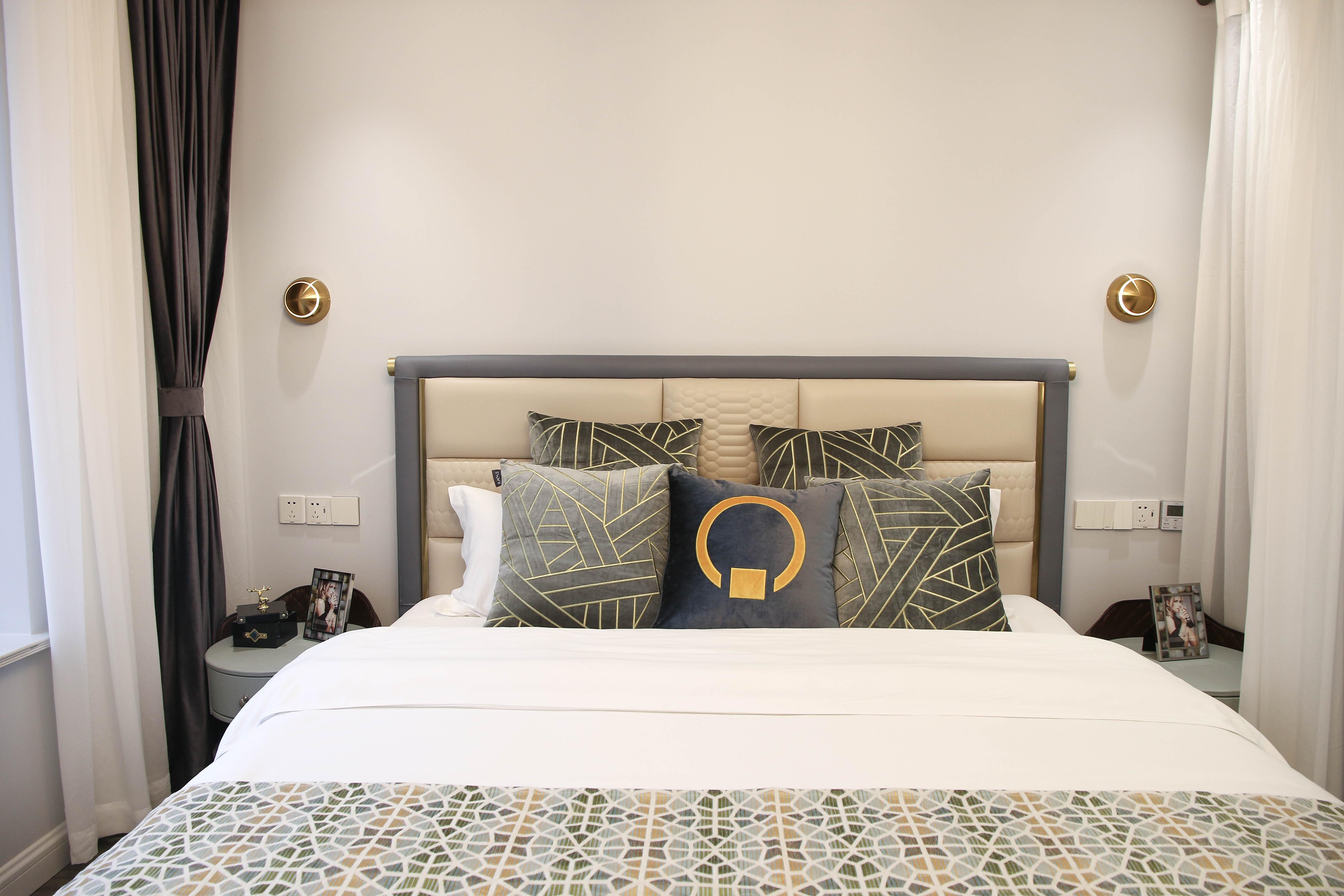 现代轻奢一居室装修床品搭配图