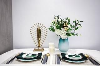 现代轻奢一居室装修餐具摆件特写