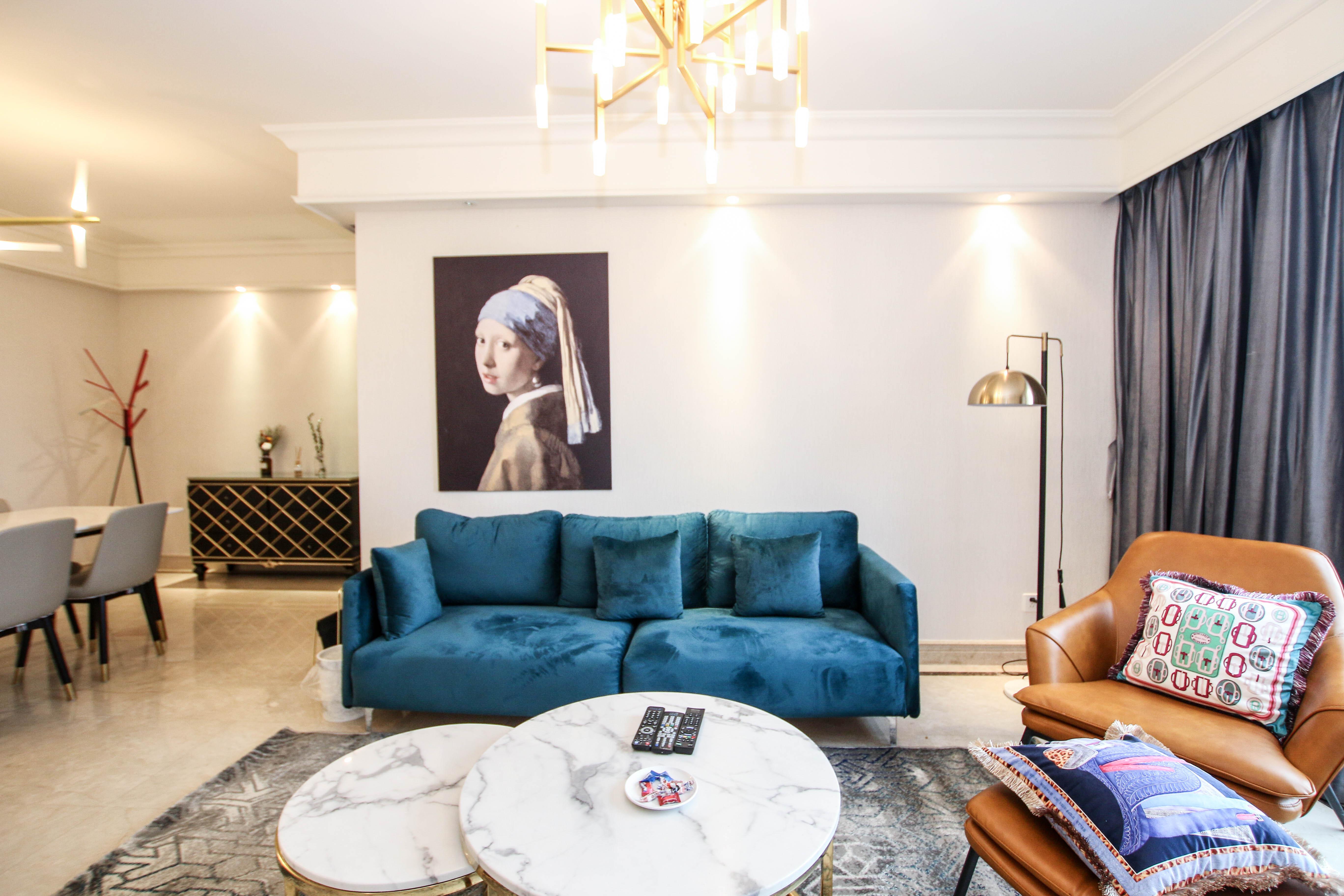 现代风格三居装修沙发设计图