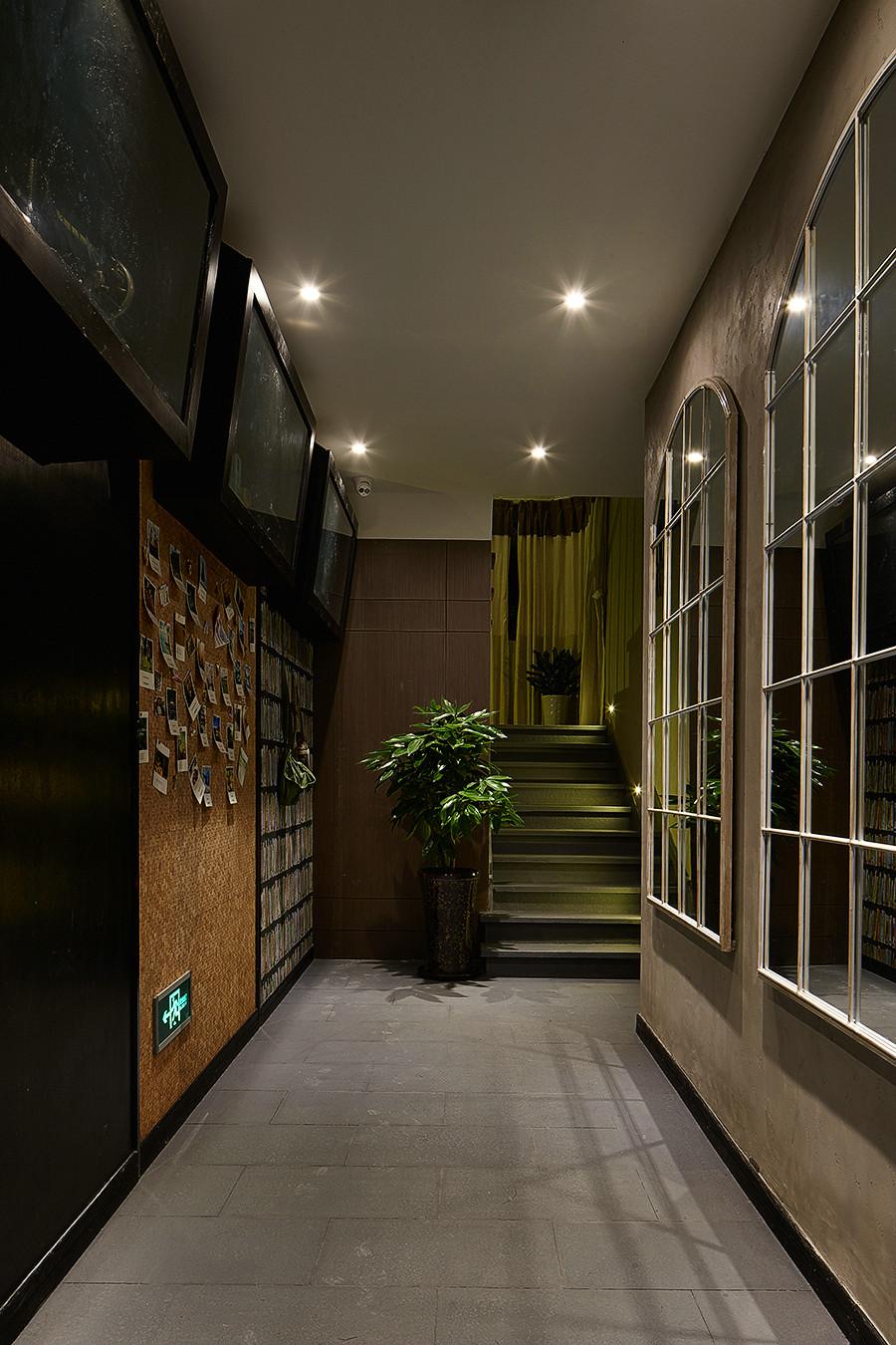 大户型复古风公寓走廊装修效果图