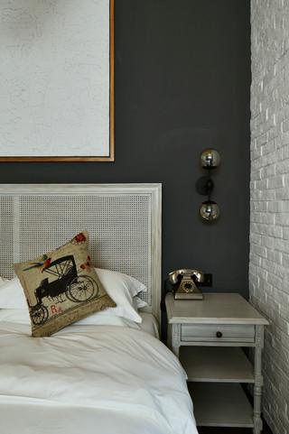 大户型复古风公寓装修床头柜设计