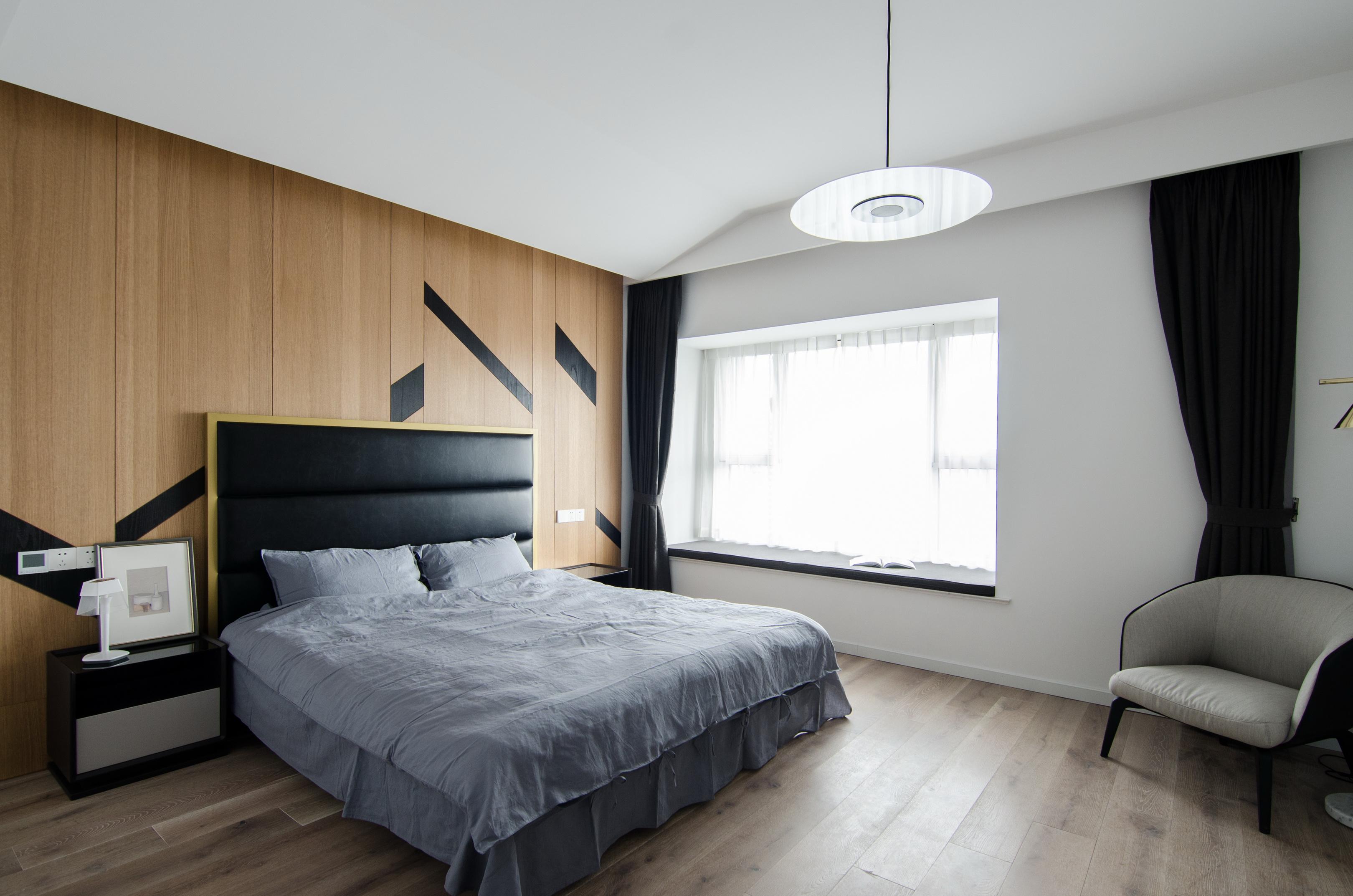 现代简约大户型卧室装修效果图