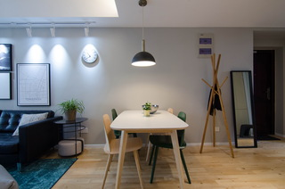 现代北欧风三居室装修餐厅布置图