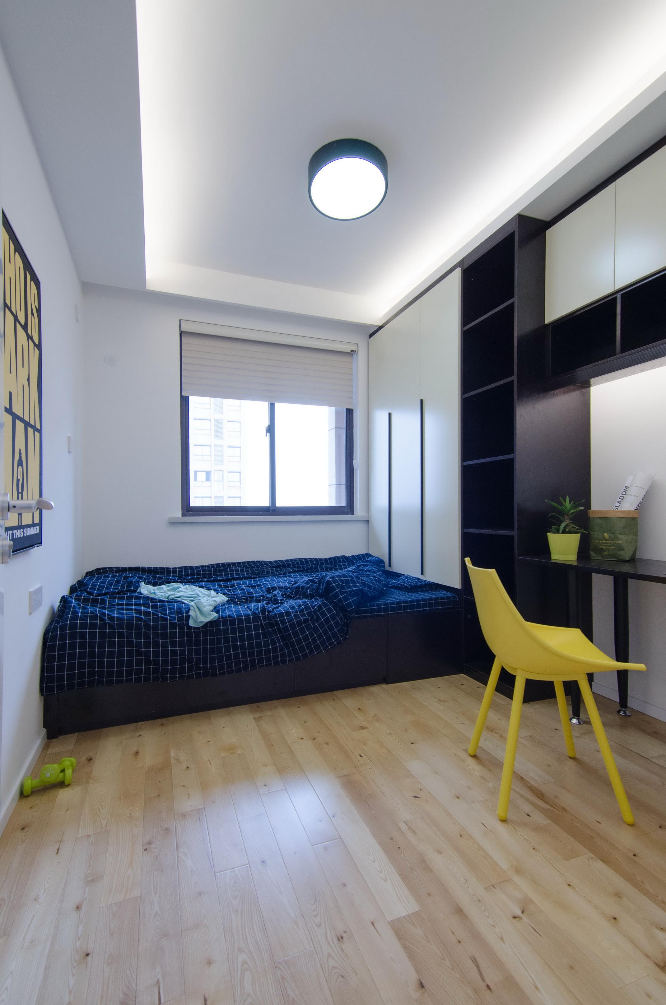 现代北欧风三居榻榻米卧室装修效果图