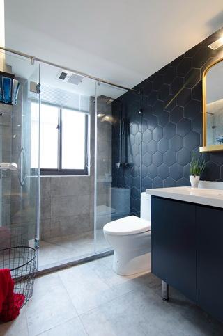 现代北欧风三居室卫生间装修布局图