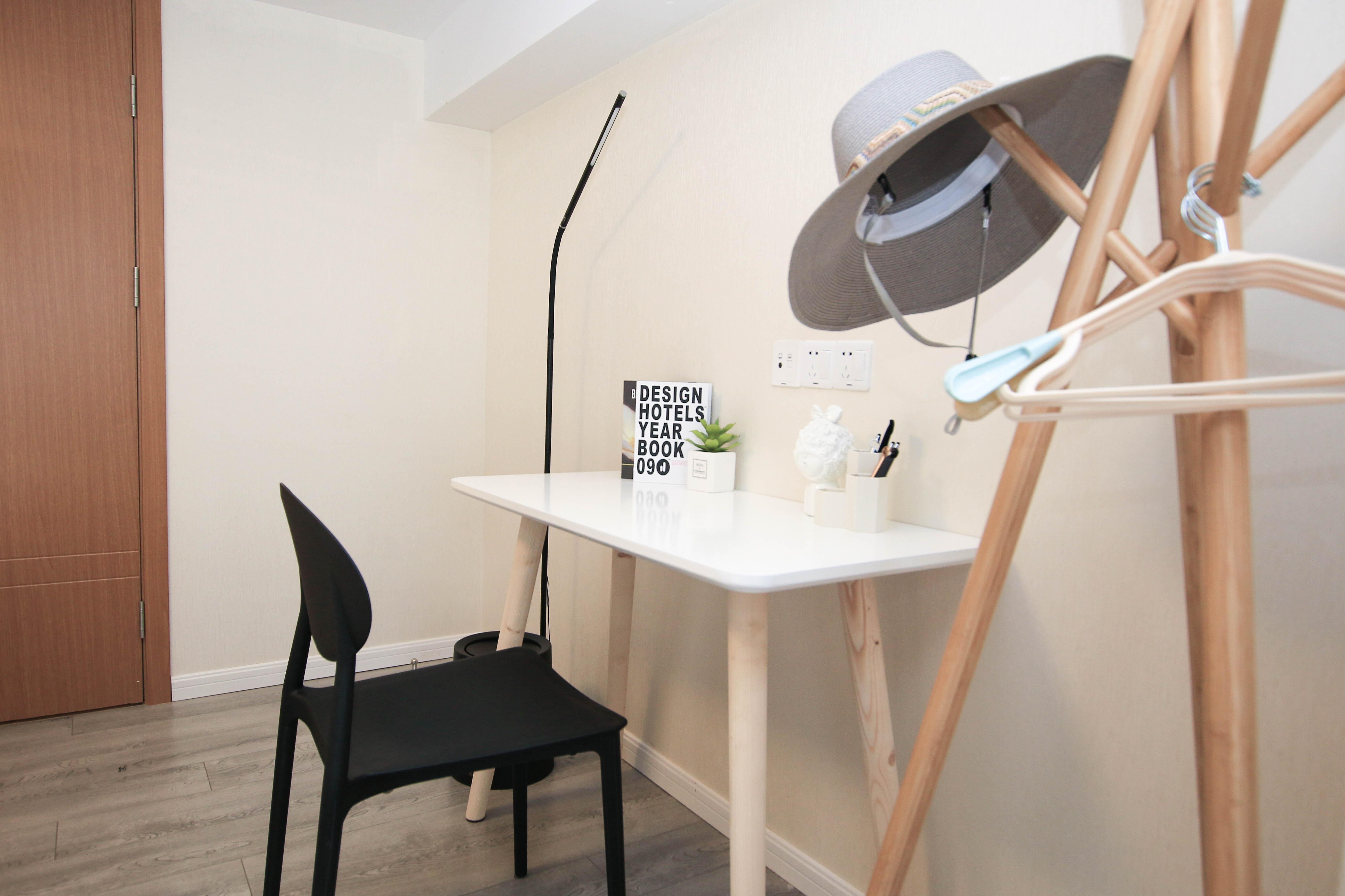 65㎡北欧风二居装修书桌设计