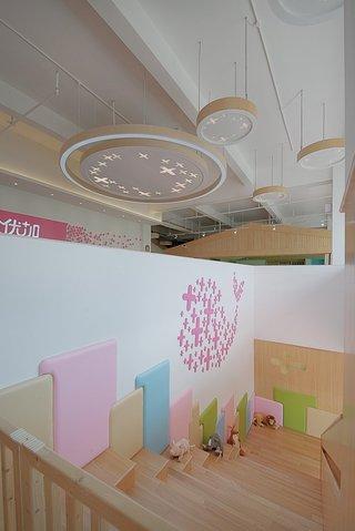早教中心楼梯空间装修设计