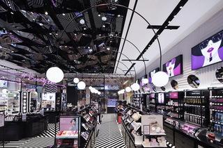 黑白风化妆品店每日首存送20
