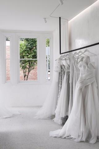 极简主义婚纱店每日首存送20