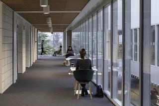 大学教学楼走廊设计效果图