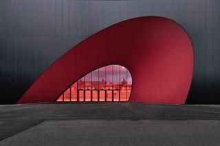展览馆设计效果图 红与黑