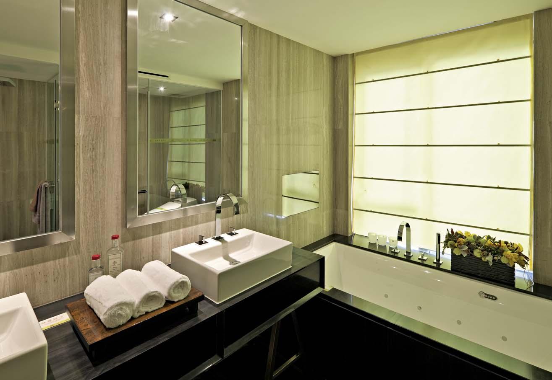 现代风格别墅卫生间装修设计图