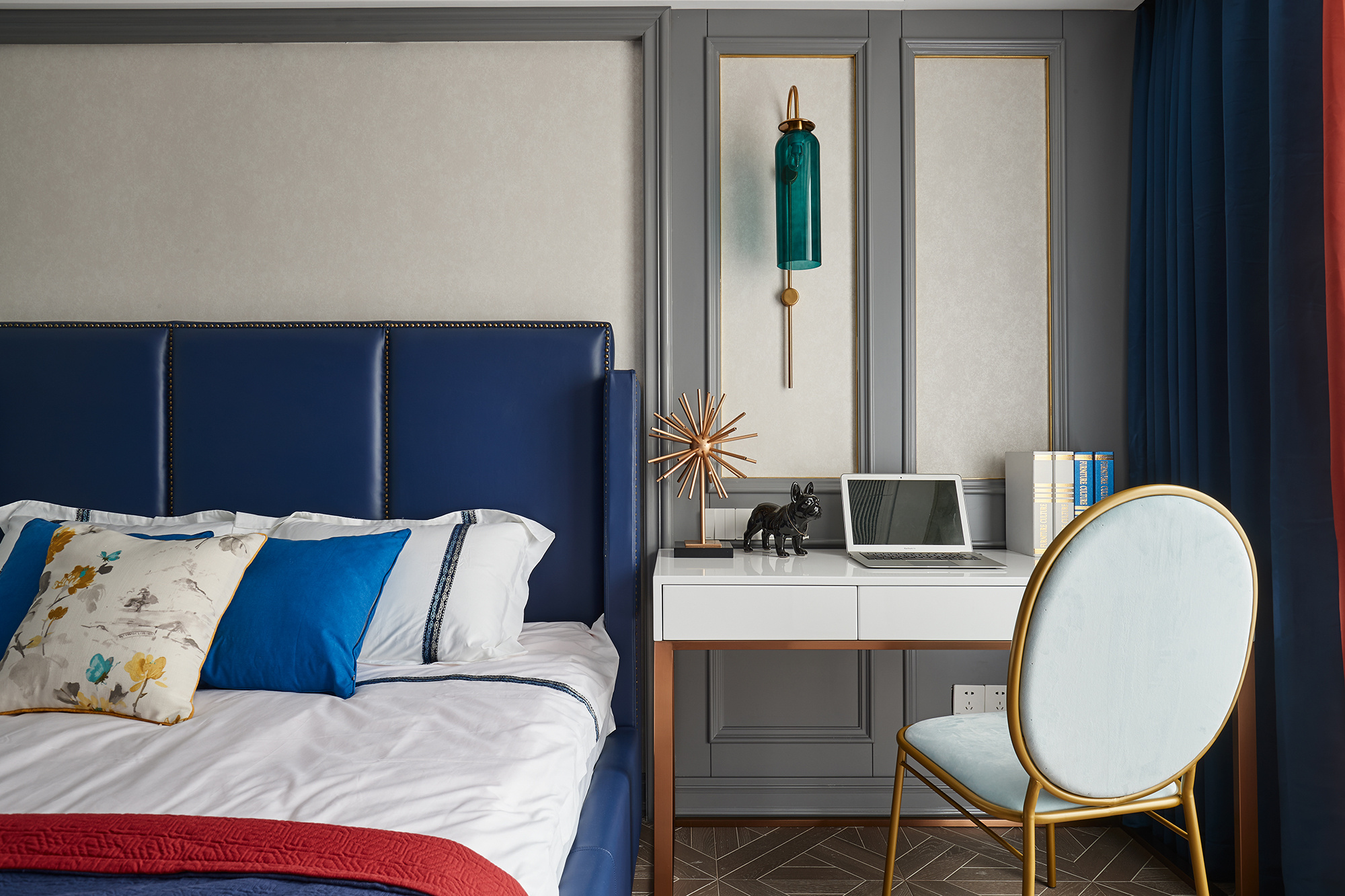 法式风格三居卧室书桌装修效果图
