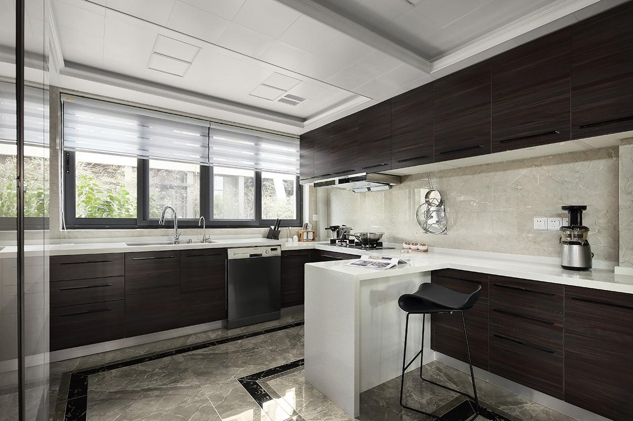 现代风大户型厨房装修效果图