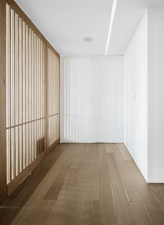极简白色原木风公寓玄关装修效果图