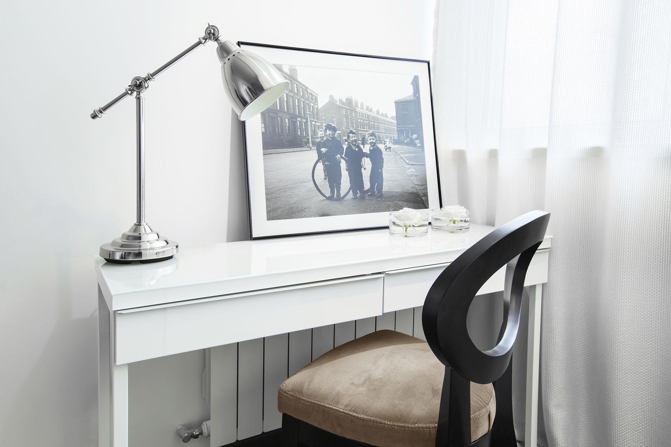 现代风格公寓书桌装修设计图