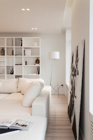 简约白色公寓客厅一角装修效果图