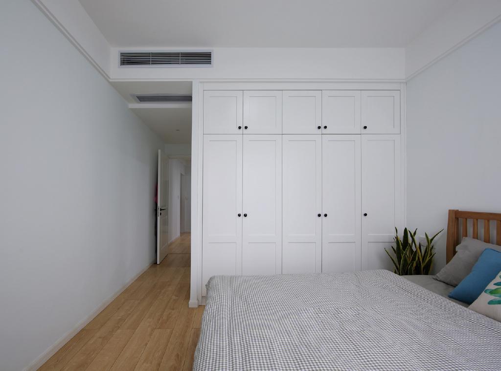 100平北欧风卧室衣柜装修效果图