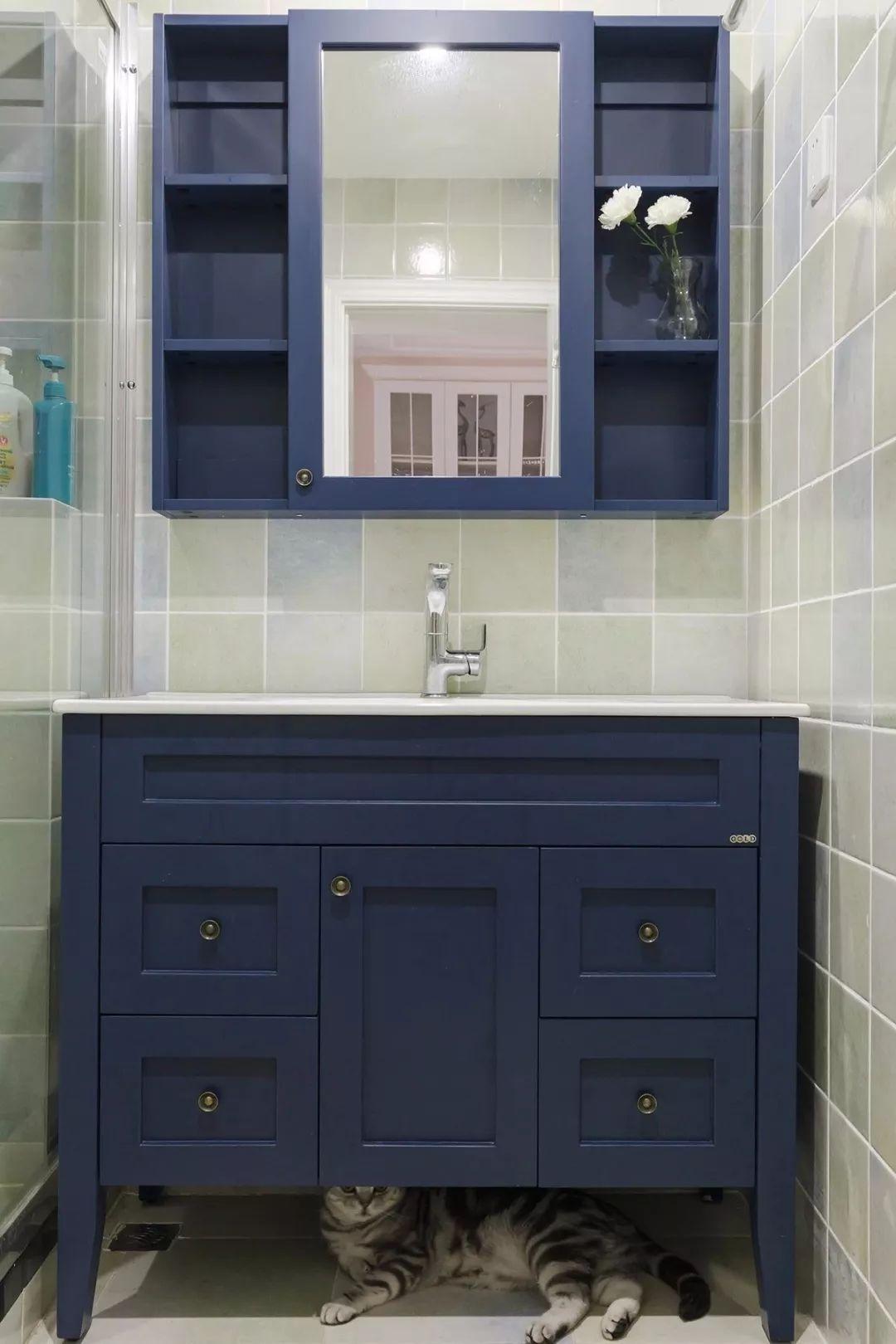 120平美式三居浴室柜装修设计图
