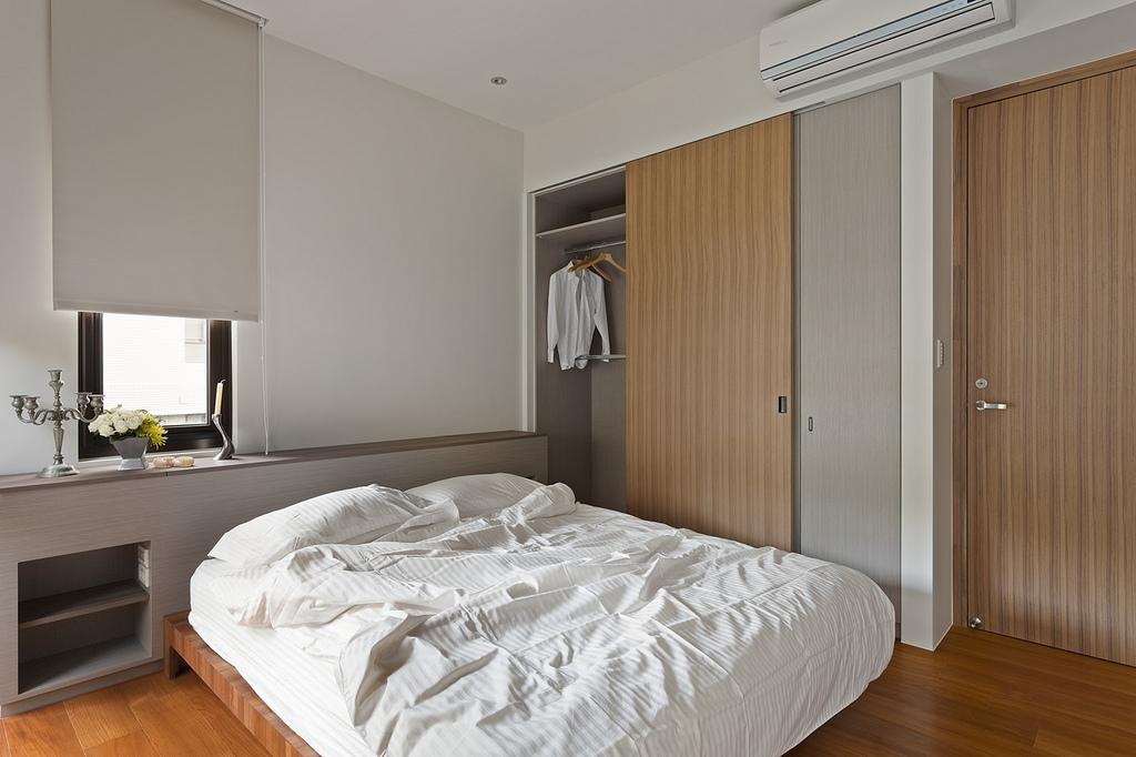90平现代风格卧室衣柜装修效果图
