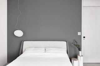 极简风公寓灰色床头背景墙装修效果图