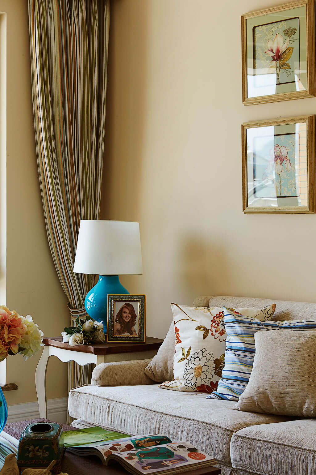 温馨美式风格客厅一角装修效果图