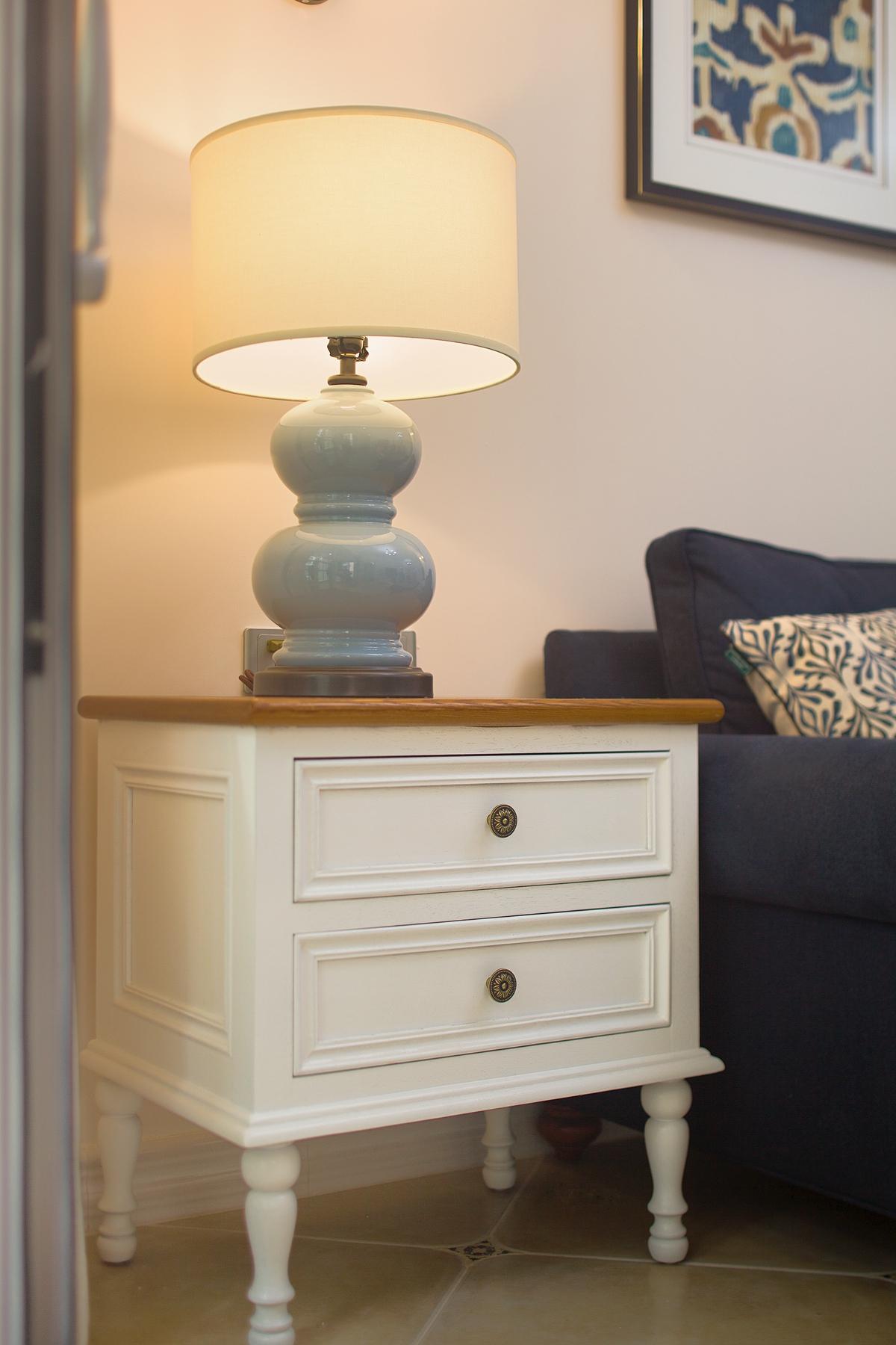 美式乡村风格两居装修沙发边柜设计图