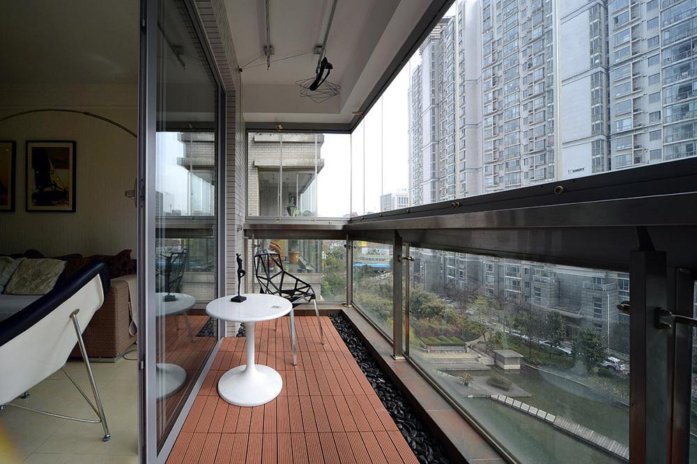 现代简约风格二居阳台装修效果图