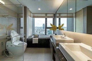 大户型现代风格卫生间装修效果图