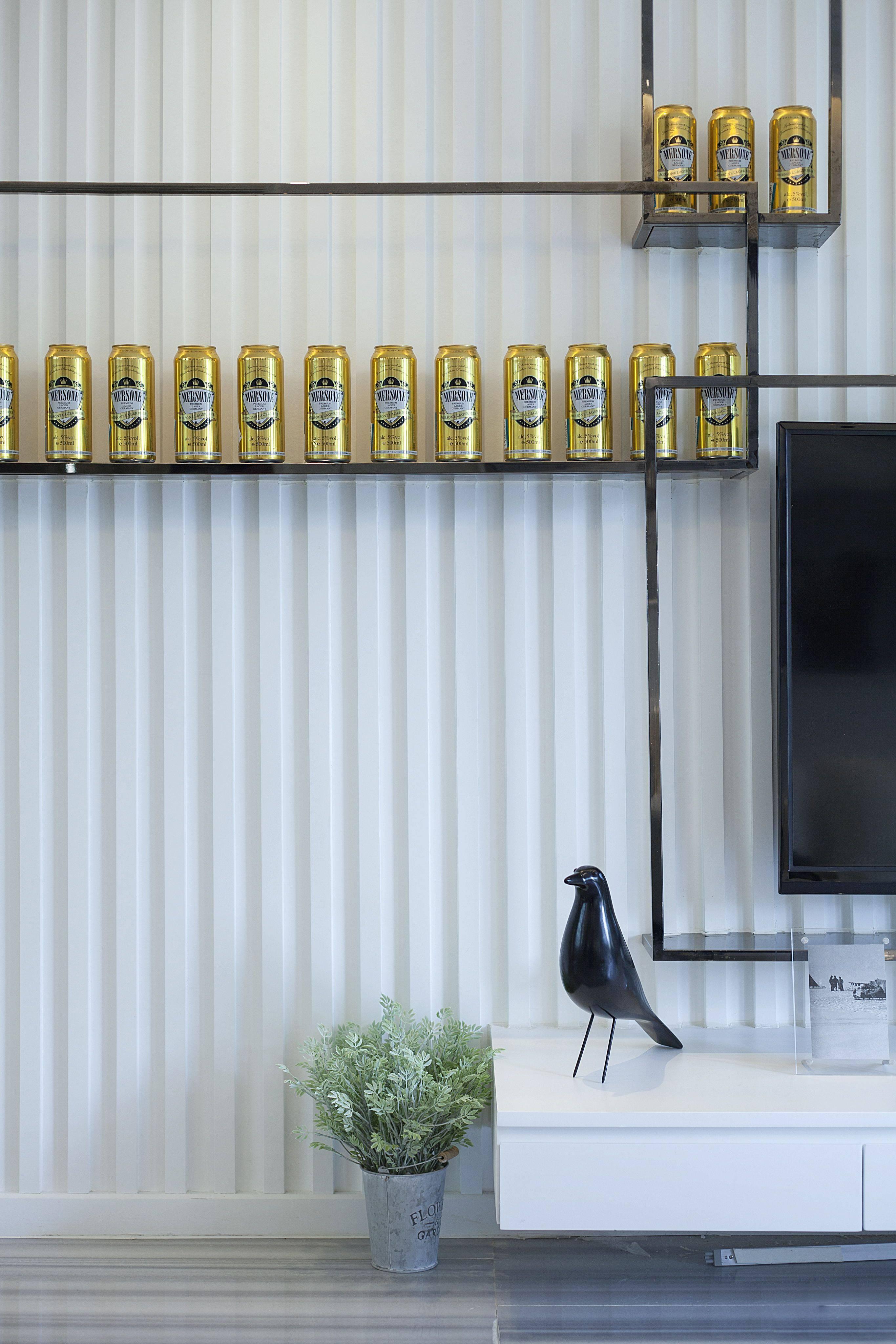 现代简约三居室电视背景墙装修效果图