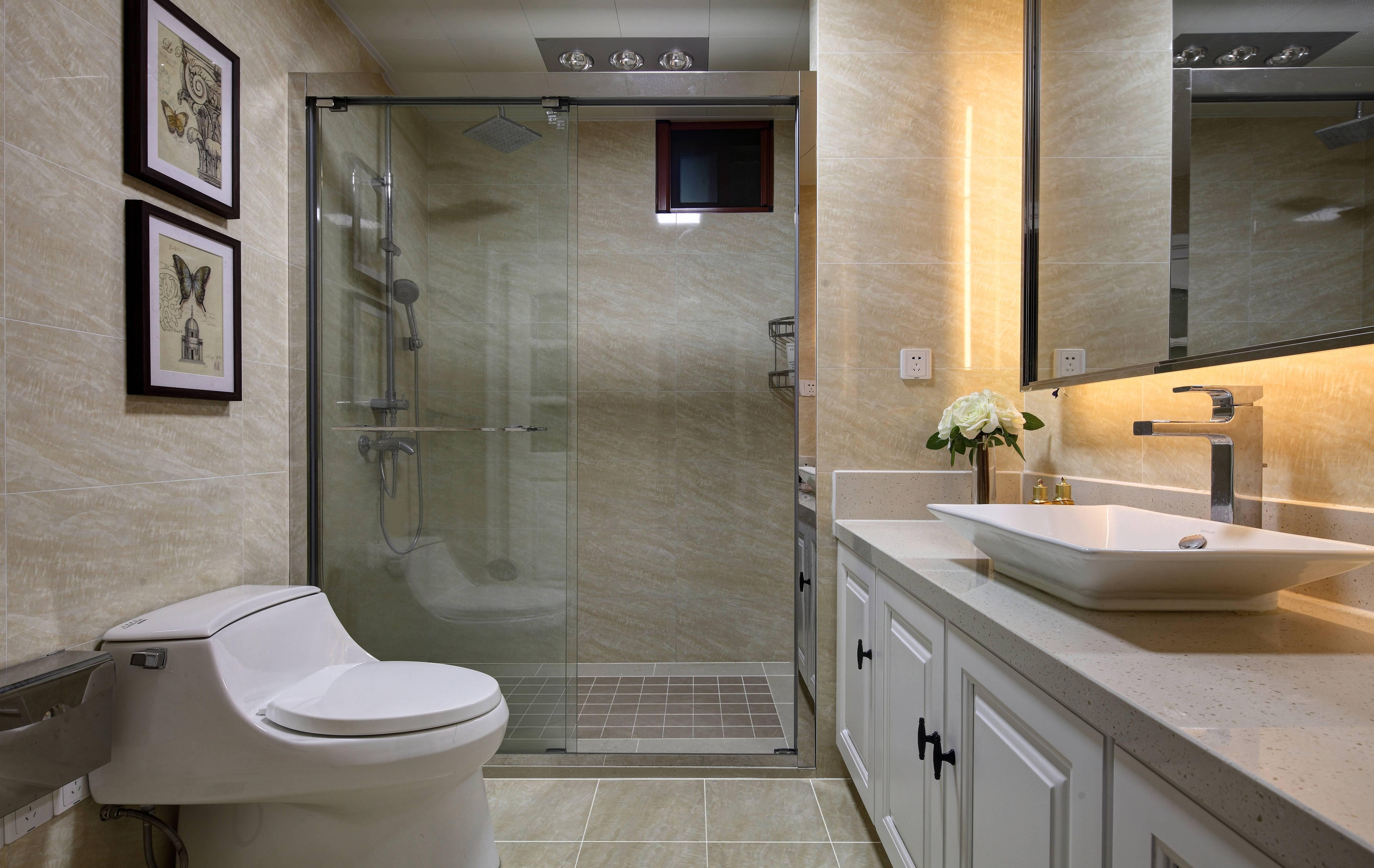 130㎡现代混搭卫生间装修效果图