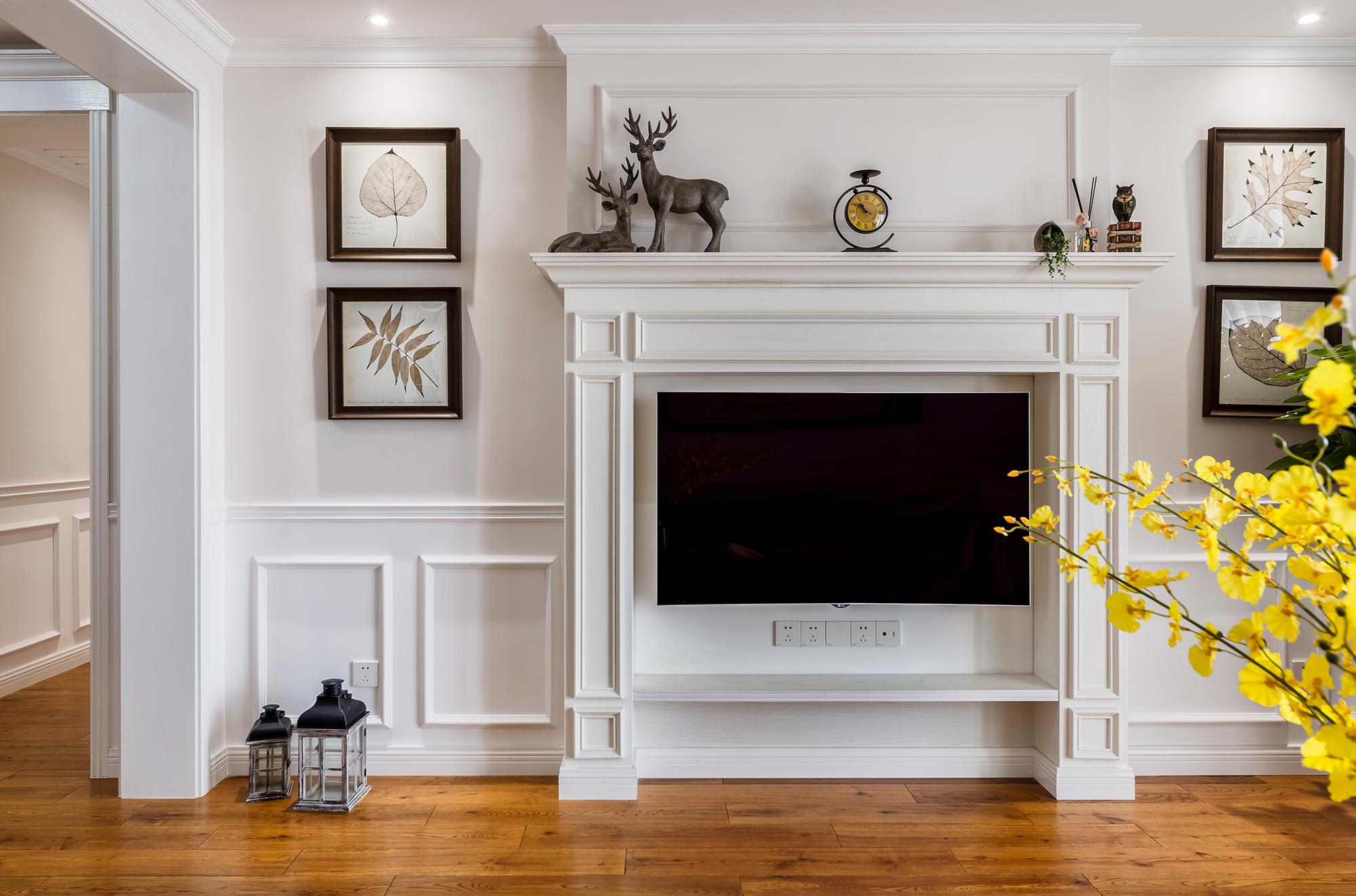 现代美式风格三居电视背景墙装修效果图