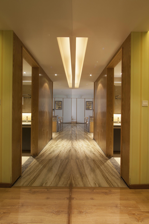 现代风三居室过道装修效果图