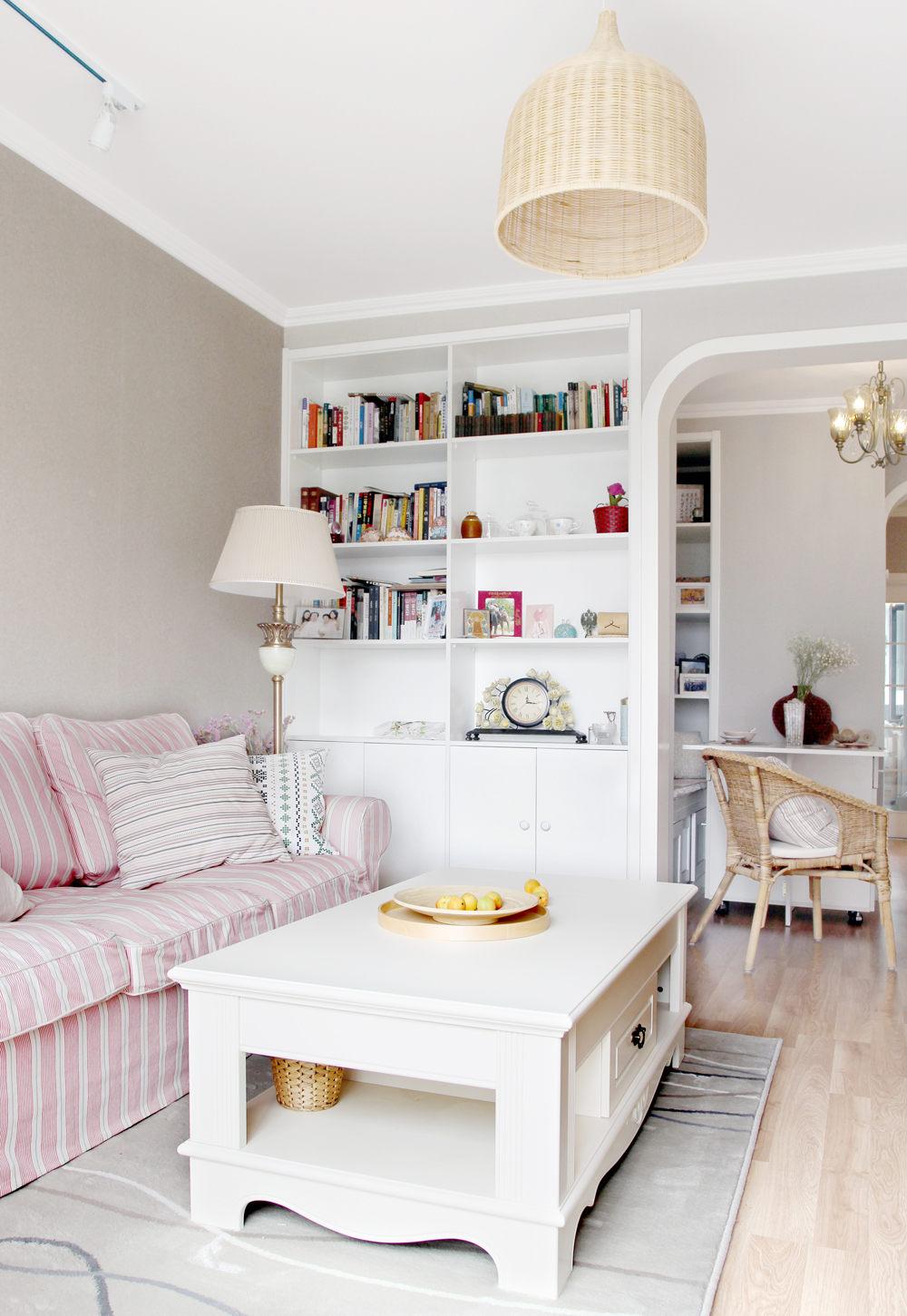80平简美二居室客厅书柜装修效果图