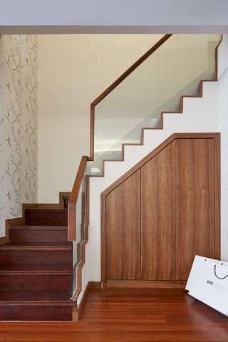 现代简中式三居楼梯装修效果图