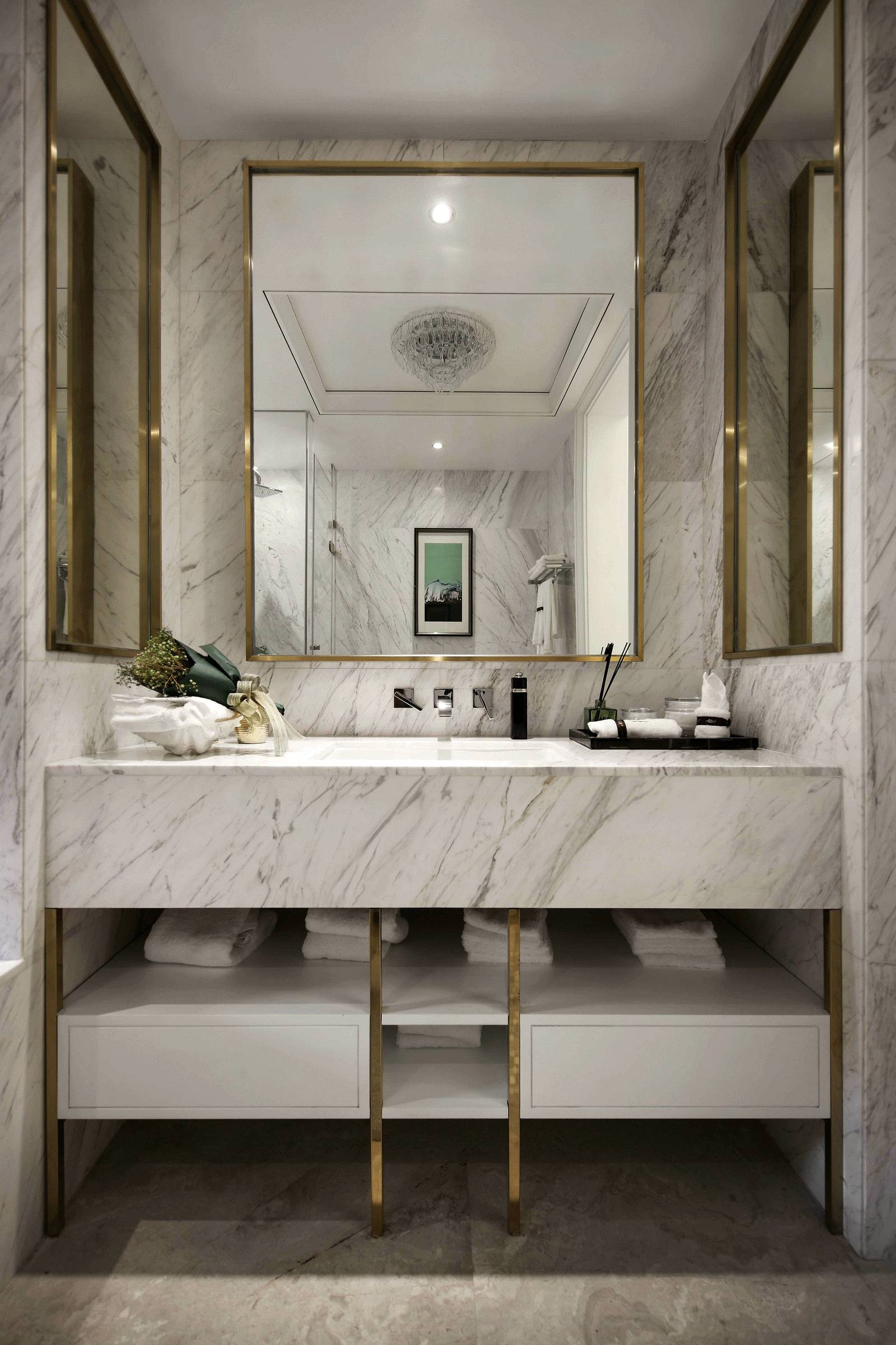 现代轻奢样板房卫生间洗手台装修效果图