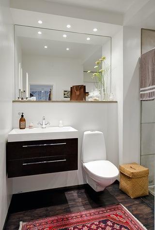 白色简约北欧风公寓卫生间装修效果图