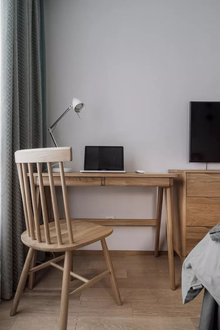 96平米新中式装修书桌椅设计