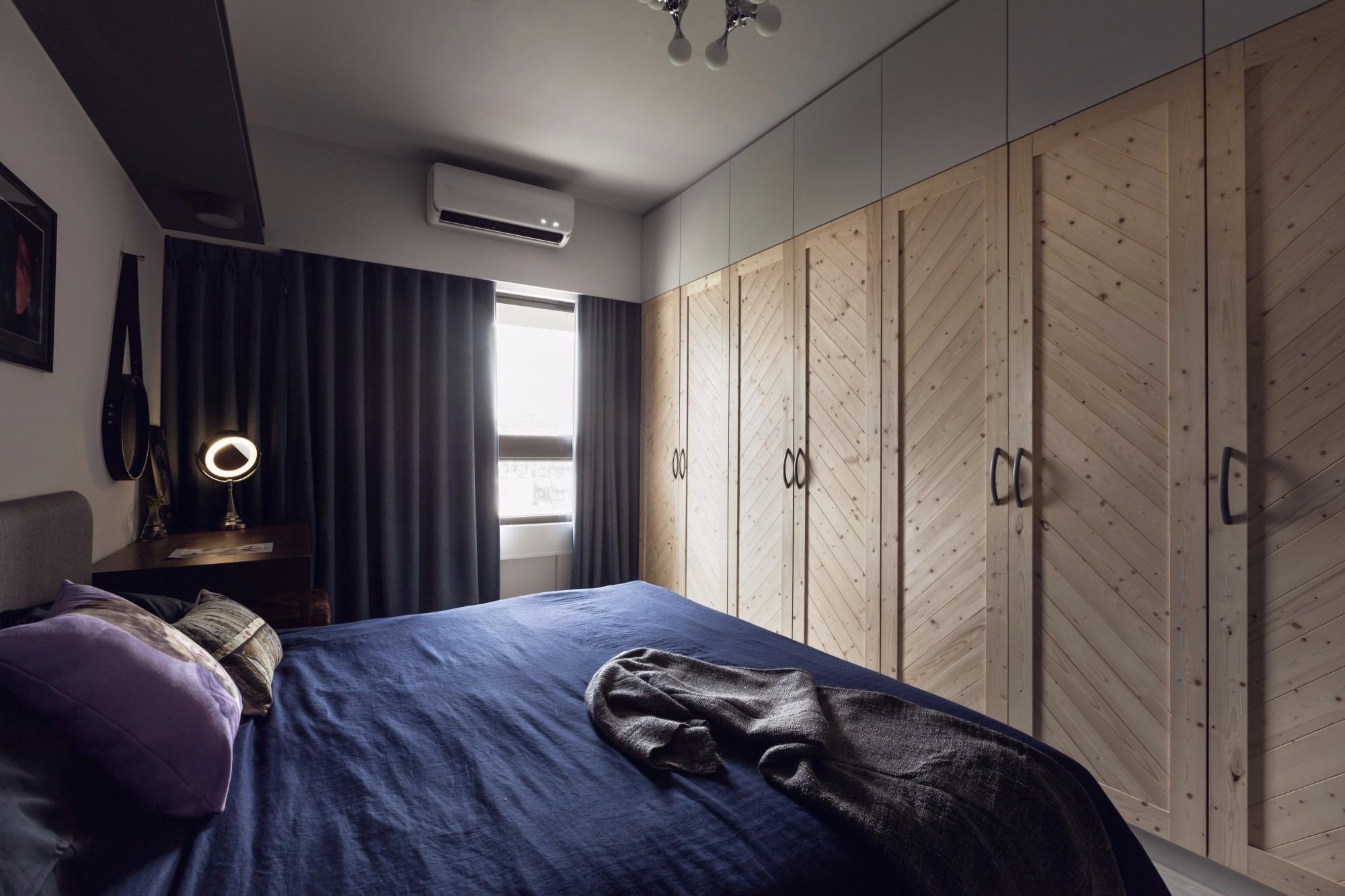 92㎡工业风格公寓卧室衣柜装修效果图