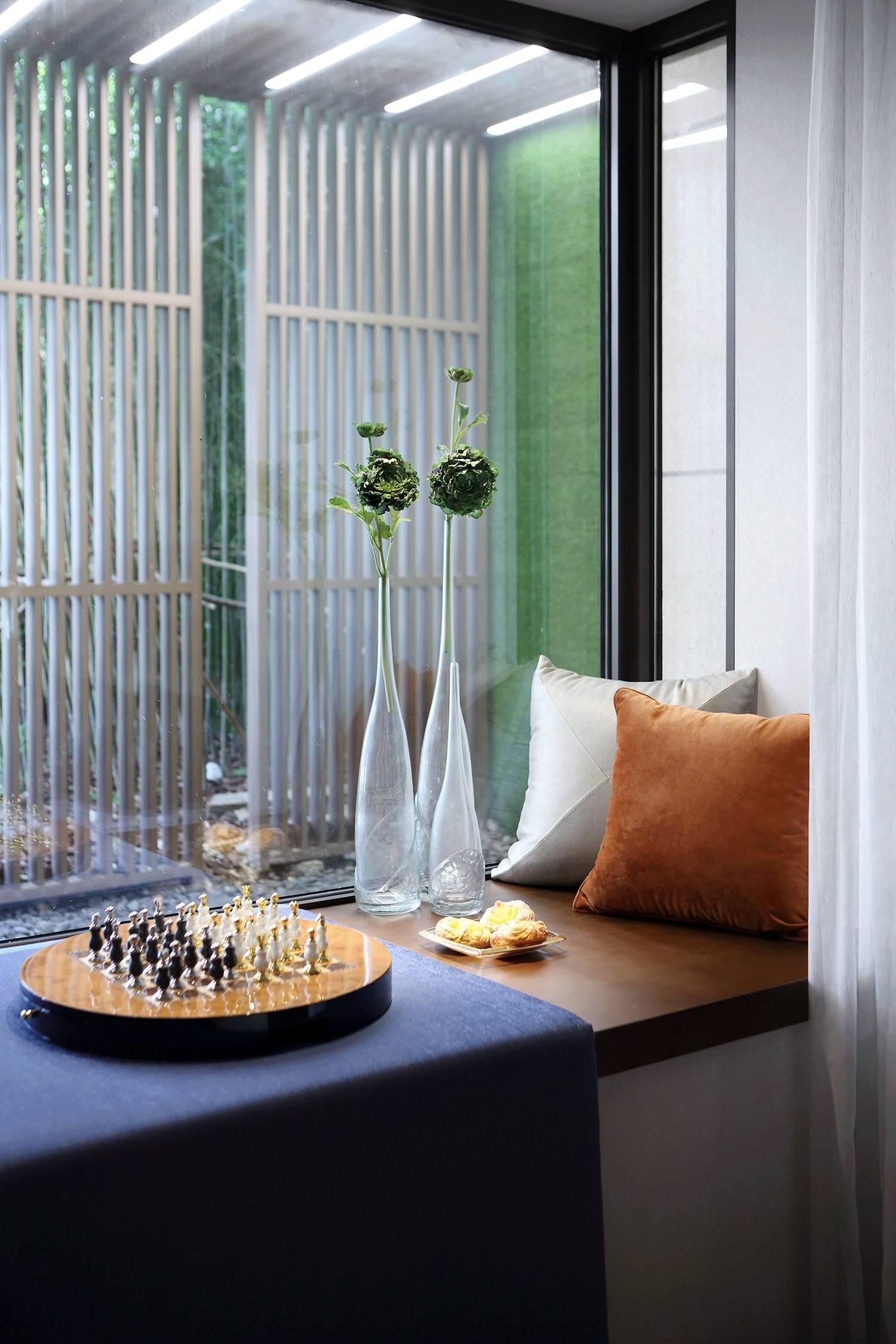 轻奢优雅四居室飘窗装修效果图