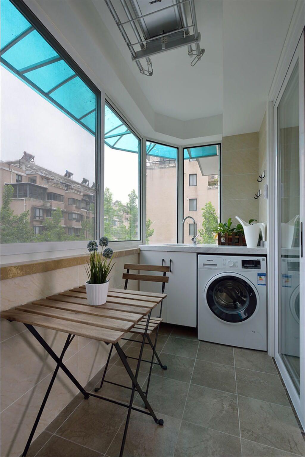 120平米三居室阳台装修效果图