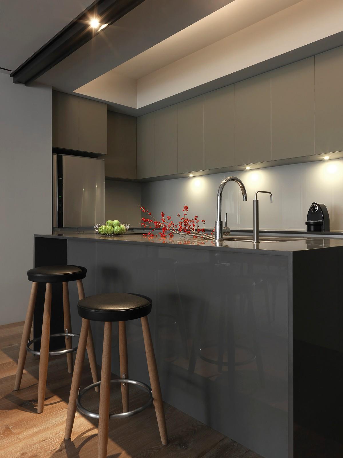170平现代三居室吧台装修效果图