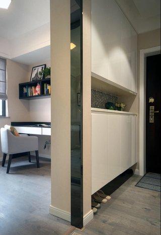 现代三居室玄关装修效果图