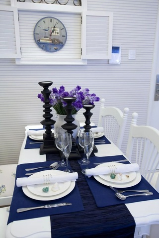 三居室地中海风格装修餐桌布置图