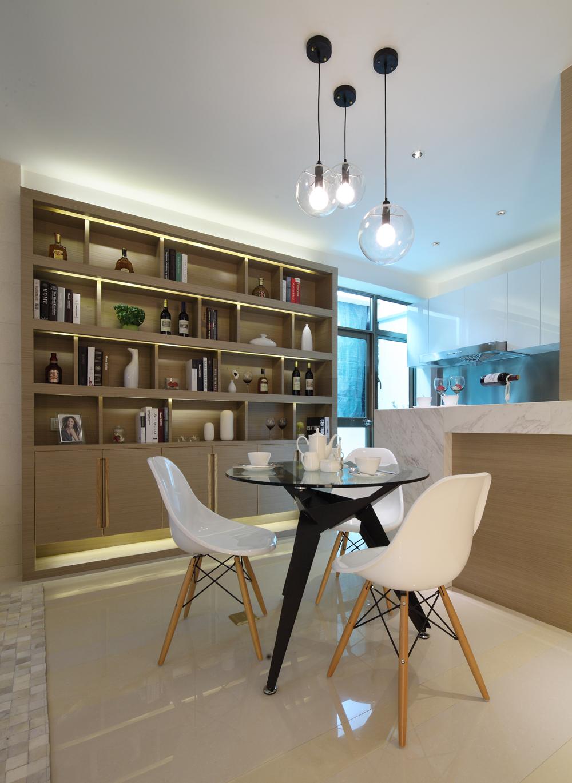 二居室现代简约餐厅酒柜装修效果图