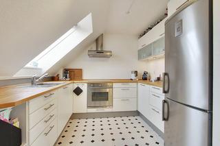 简约白色阁楼公寓厨房装修效果图
